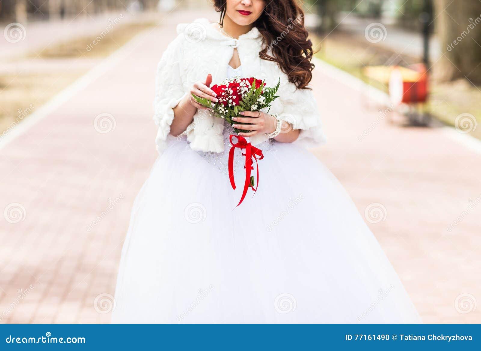 Bouquet de mariage dans des mains de mariées