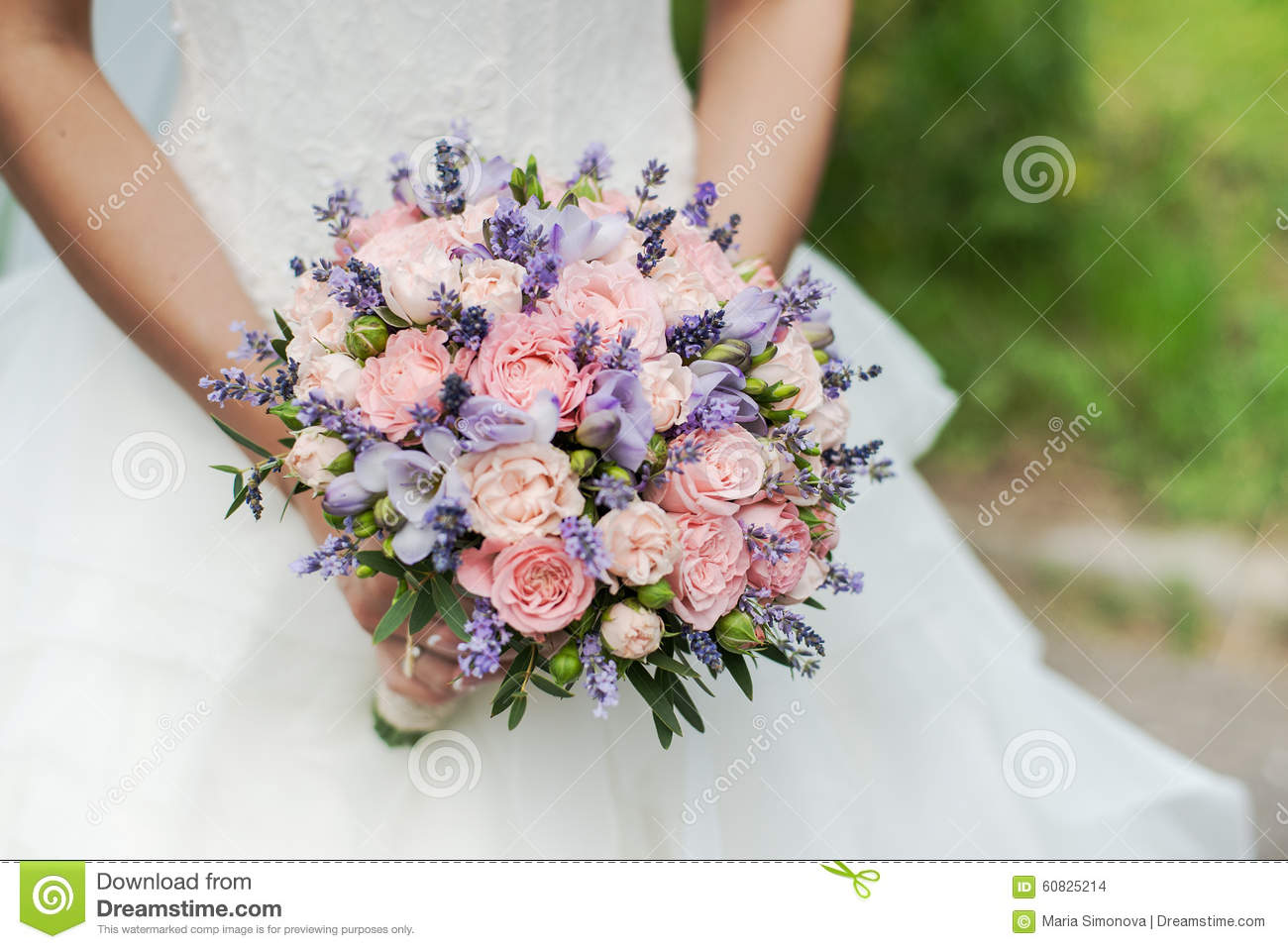 bouquet de mariage de lavande de roses et de pivoines photo stock image 60825214. Black Bedroom Furniture Sets. Home Design Ideas