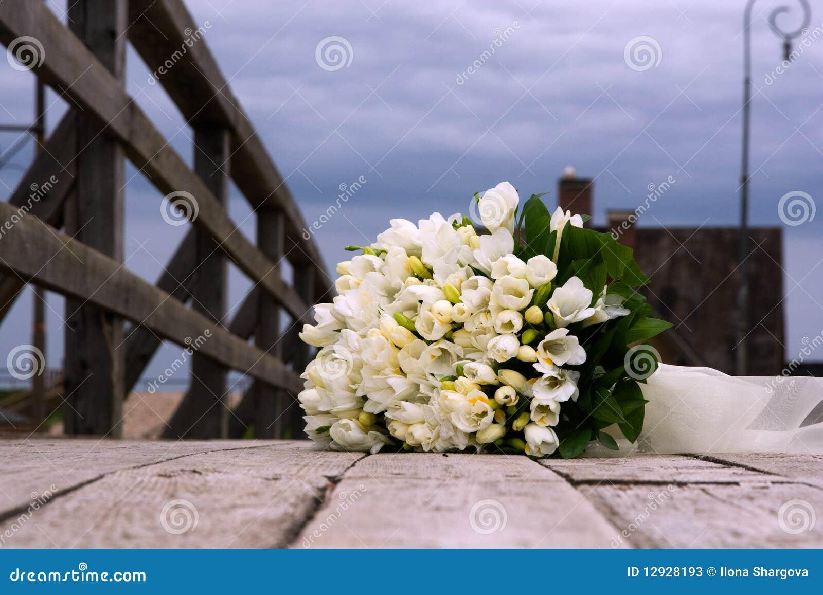 bouquet de mariage des fleurs blanches image stock image. Black Bedroom Furniture Sets. Home Design Ideas