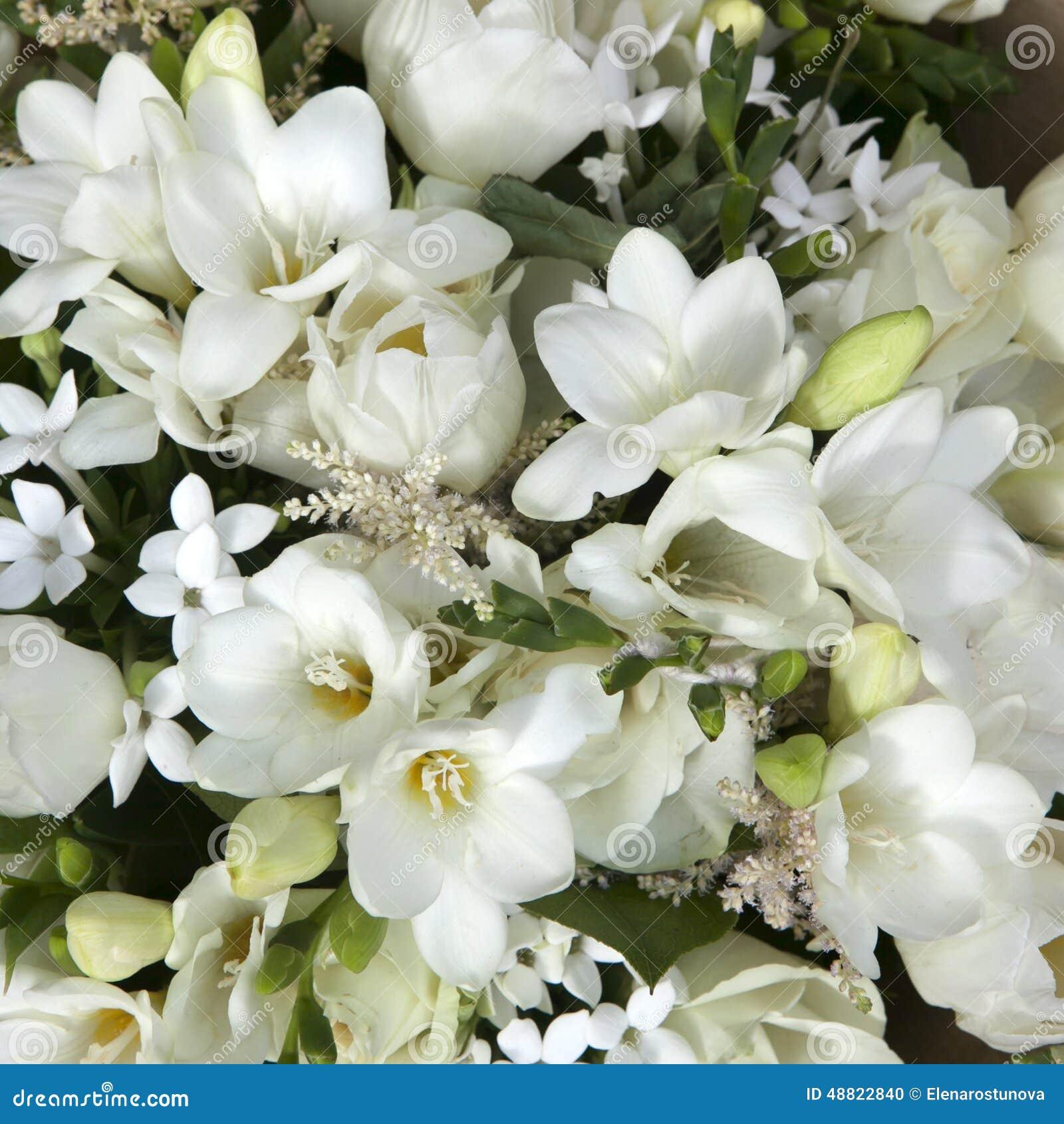 Populaire Bouquet De Mariage Des Fleurs Blanches Photo stock - Image: 48822840 LJ45