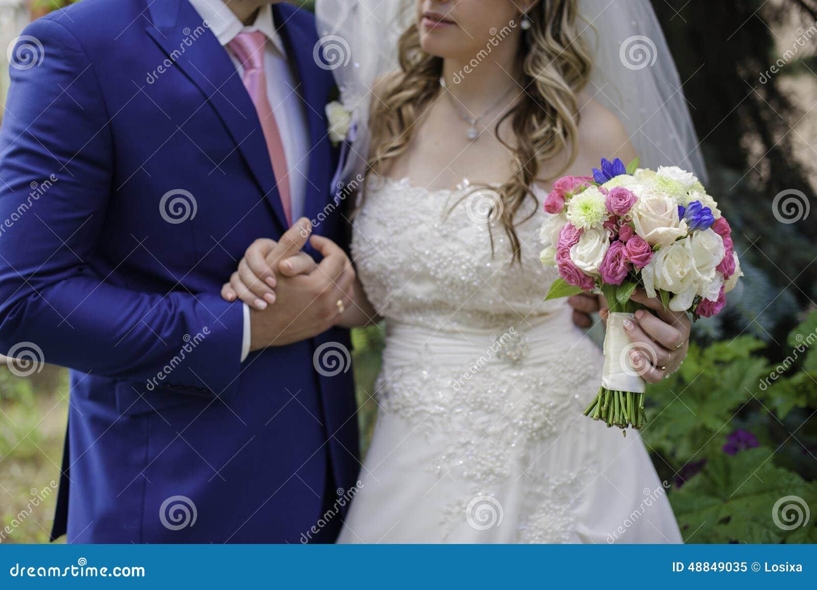 bouquet de rose bleu et blanc de mariage image stock image du bleu femelle 48849035. Black Bedroom Furniture Sets. Home Design Ideas