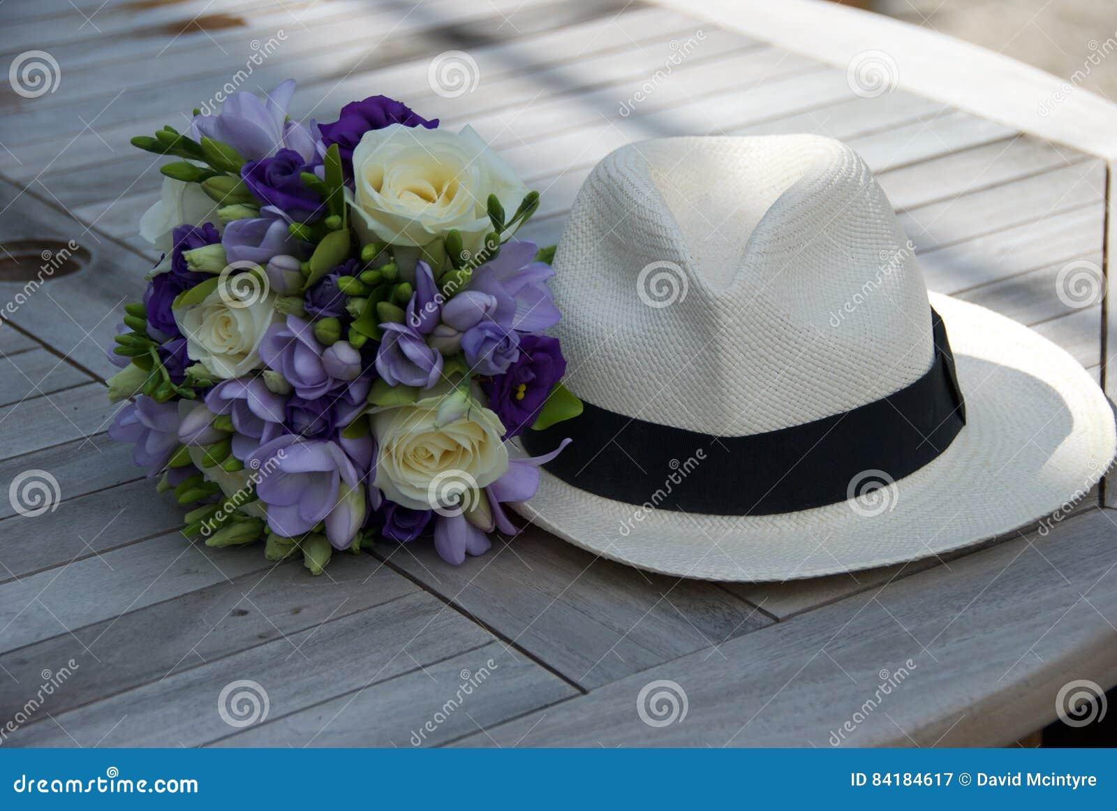 raccolta di sconti a basso costo nuovi speciali Bouquet Della Damigella D'onore Con Il Cappello Immagine ...