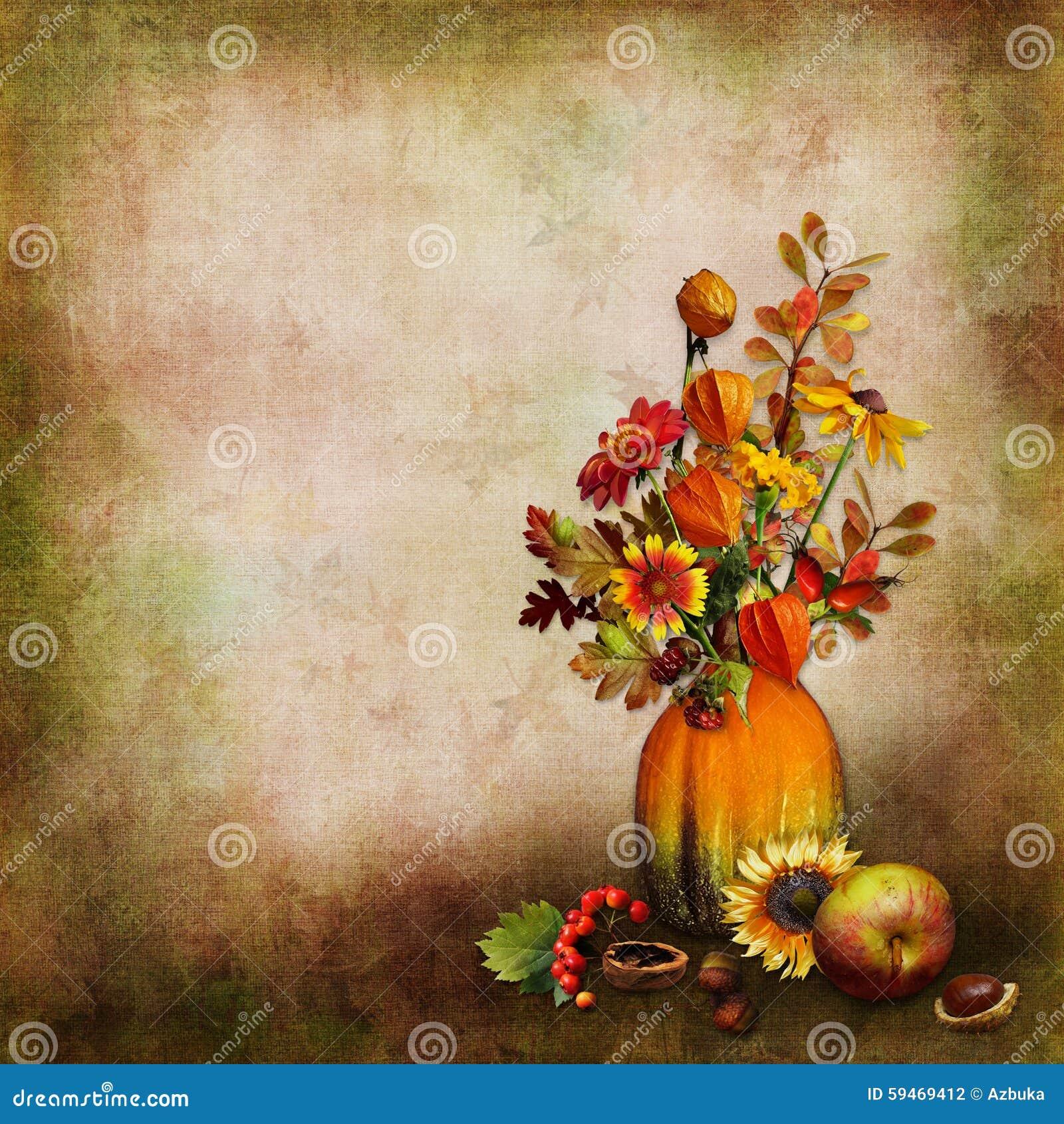 bouquet des feuilles et des fleurs d 39 automne dans un vase d 39 un potiron sur un fond d 39 isolement. Black Bedroom Furniture Sets. Home Design Ideas