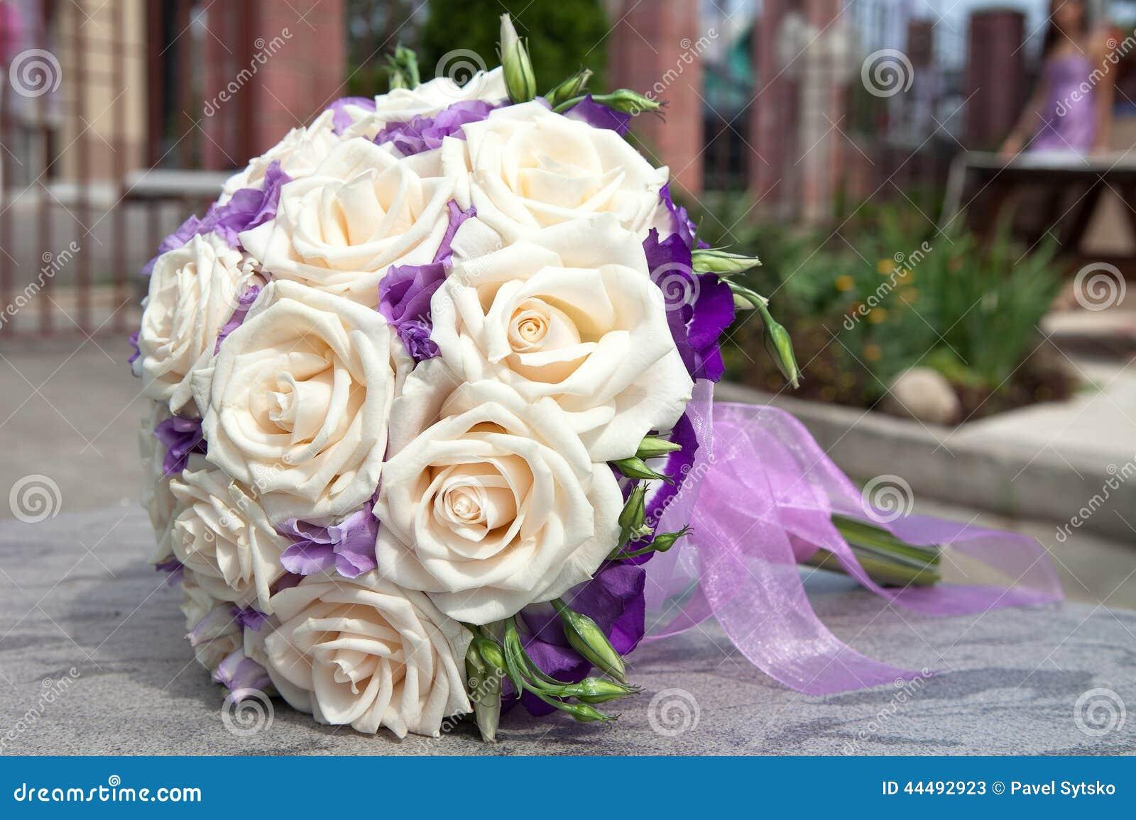 bouquet des fleurs fra ches pour la c r monie de mariage. Black Bedroom Furniture Sets. Home Design Ideas