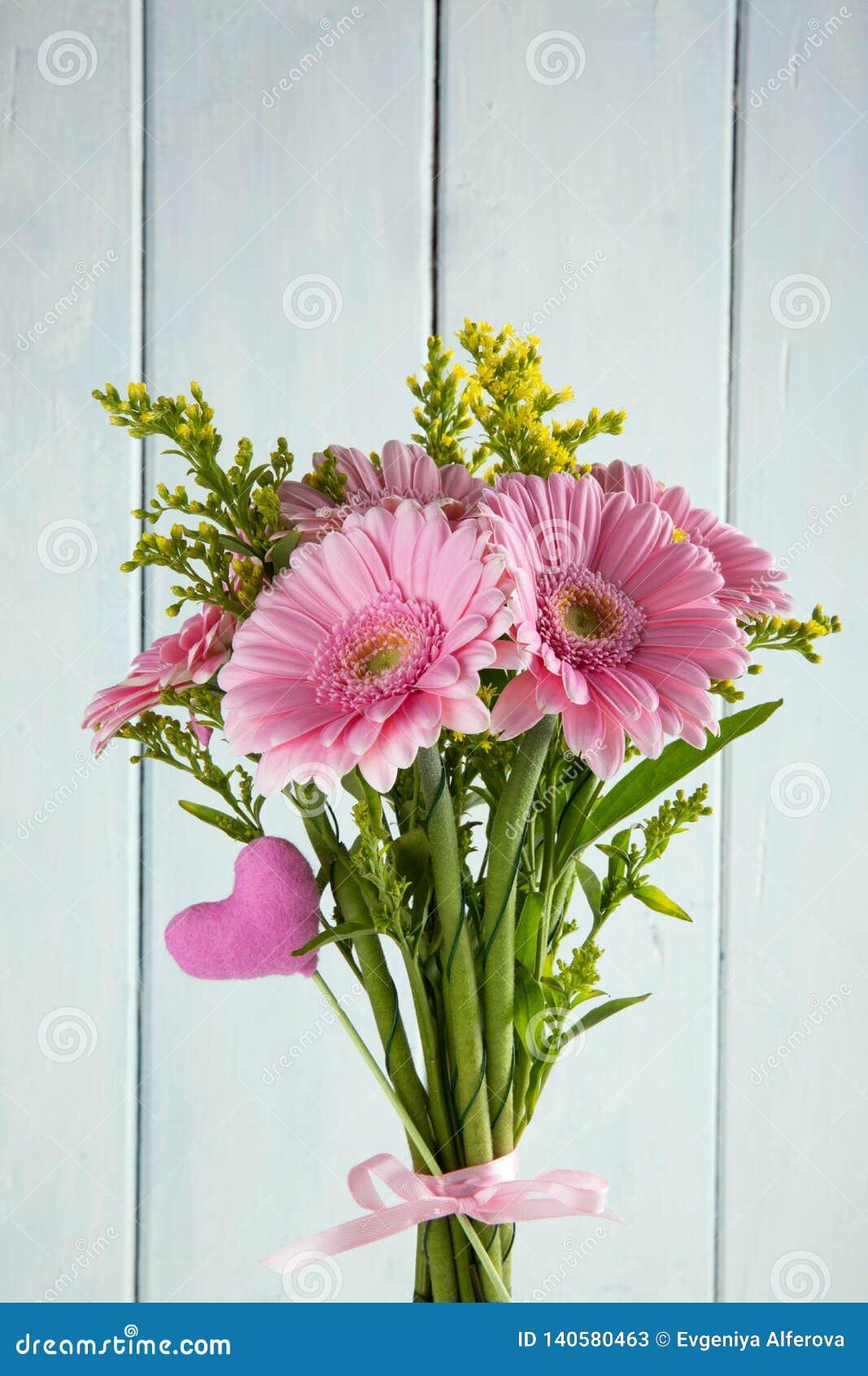 Bouquet De Fleur Pour St Valentin bouquet des fleurs roses de gerbera image stock - image du
