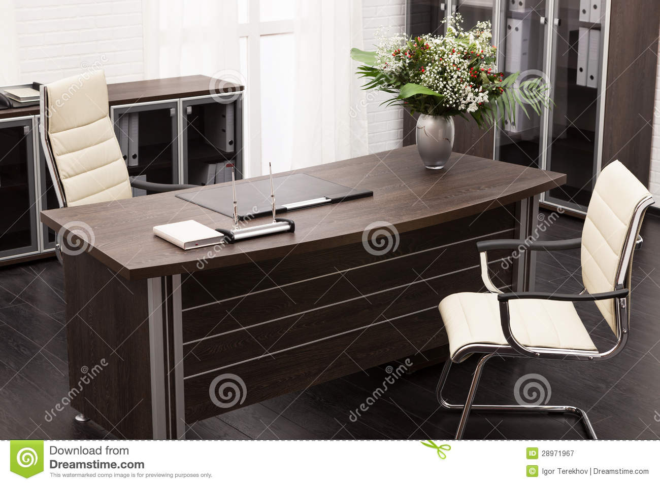 fleur de bureau pot de fleur de bureau un pot de fleurs. Black Bedroom Furniture Sets. Home Design Ideas