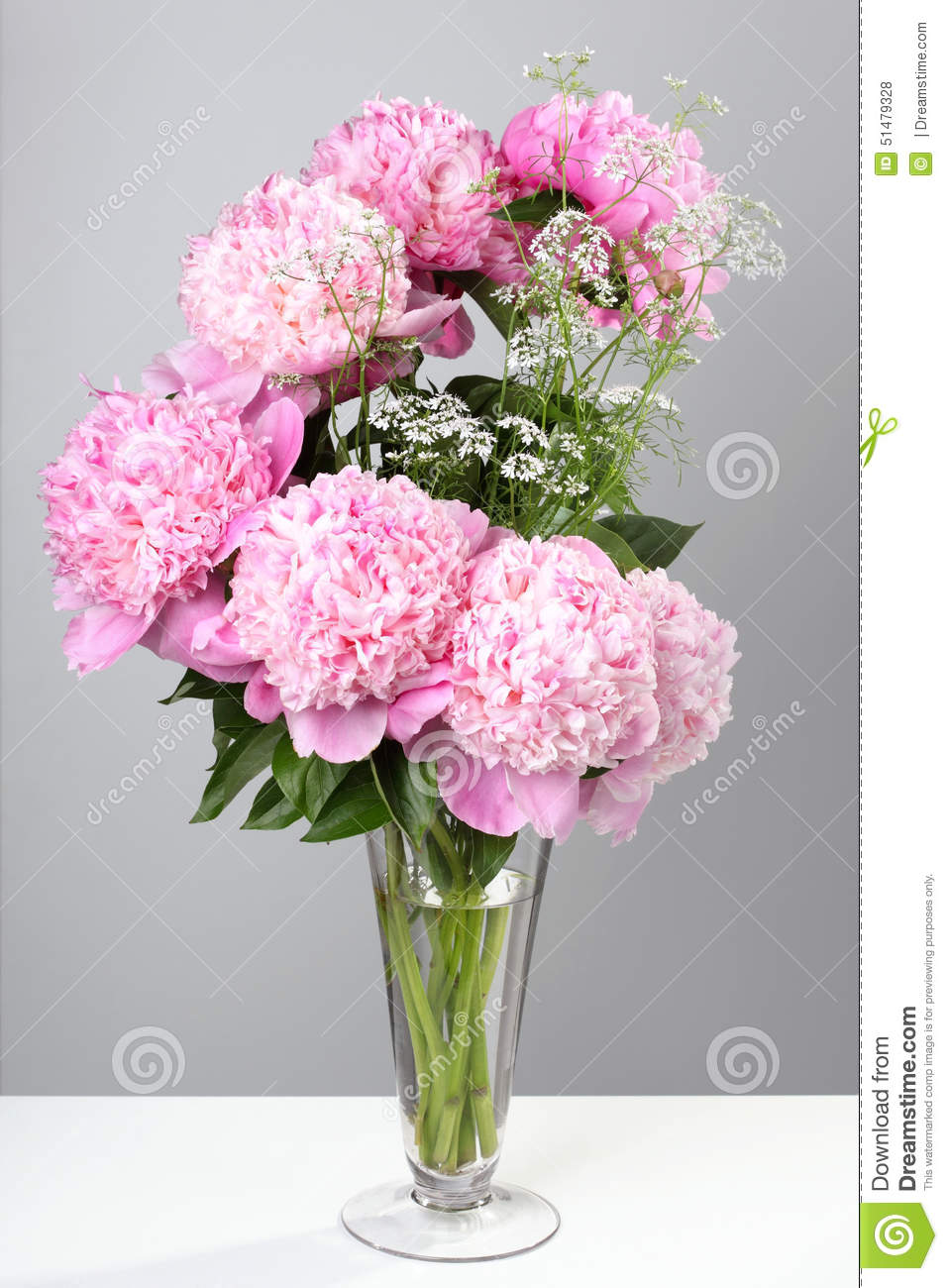 bouquet des pivoines roses dans un vase photo stock image du centrale cadeau 51479328. Black Bedroom Furniture Sets. Home Design Ideas