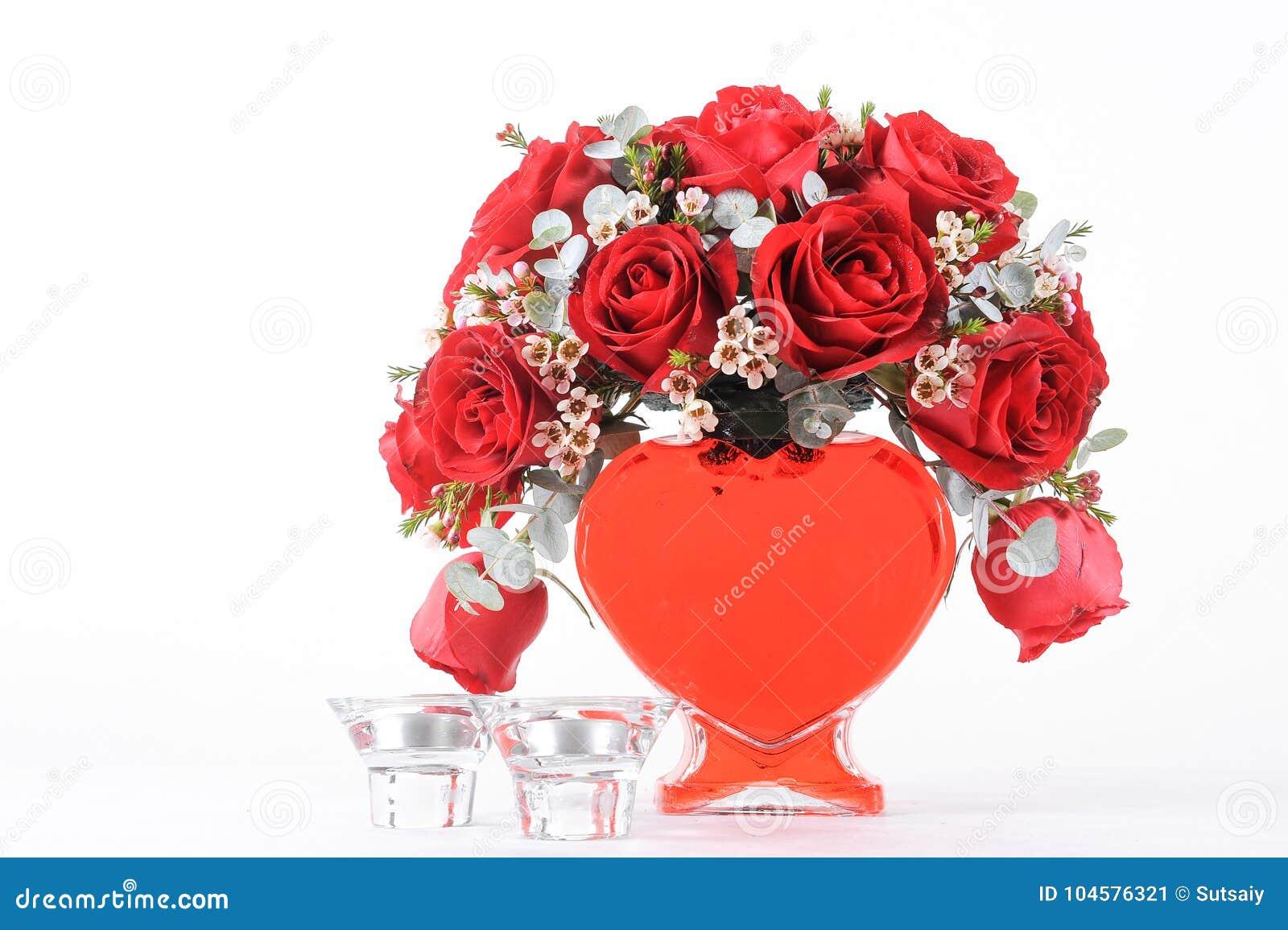 bouquet en forme de coeur des roses rouges image stock - image du