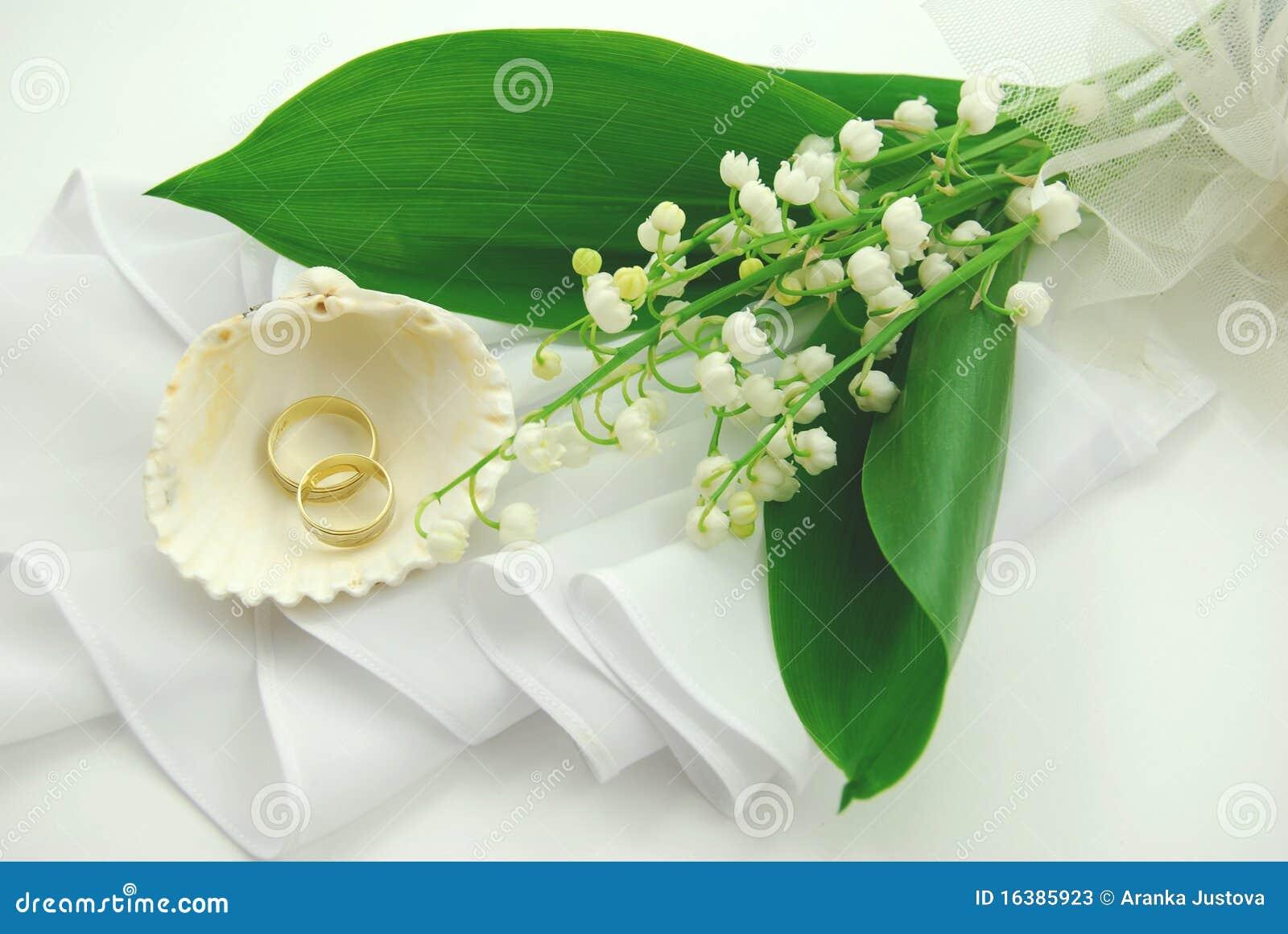 Bouquet et boucles de mariage