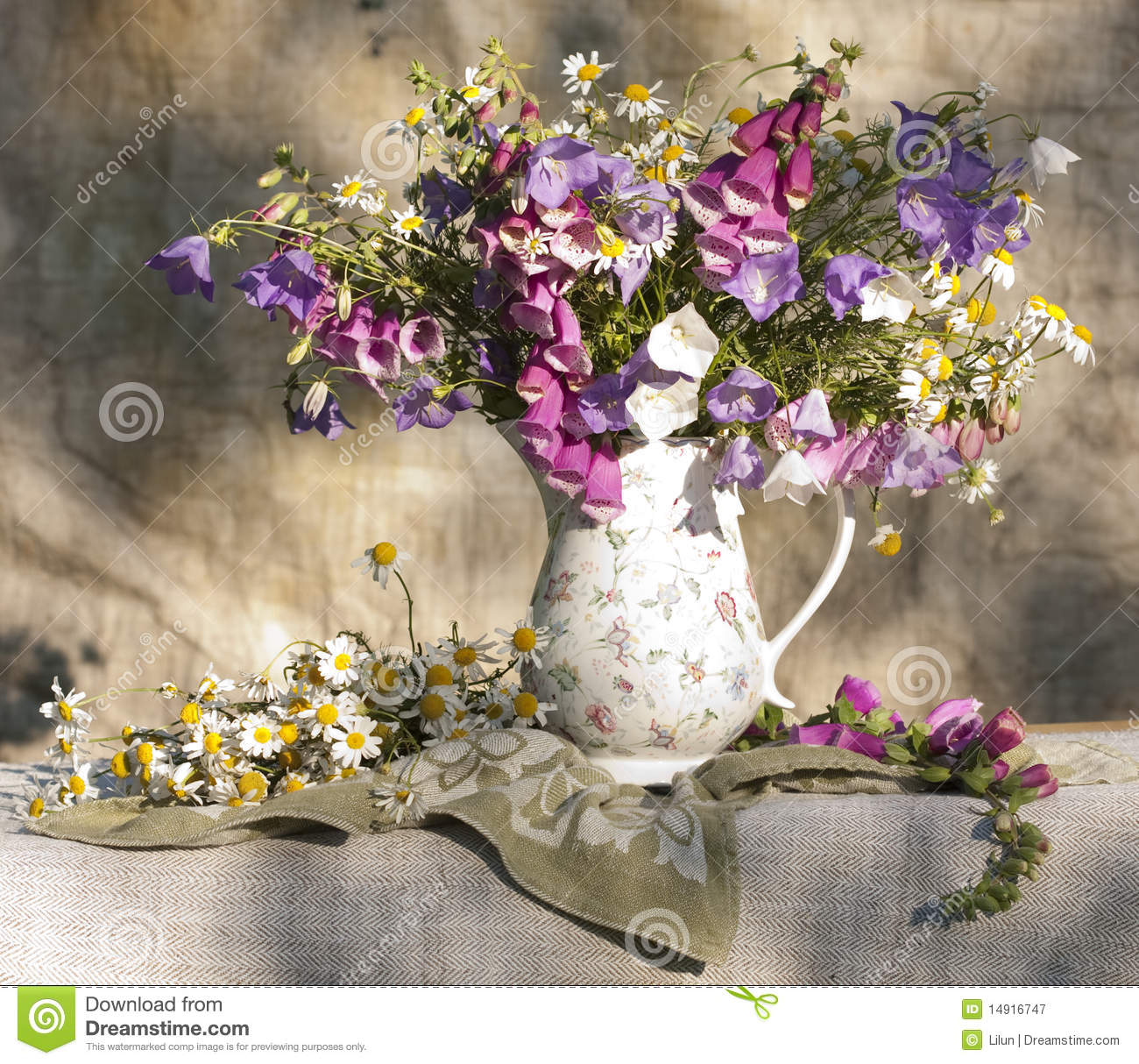Bouquet of flowers stock image. Image of leaves, isolated - 14916747