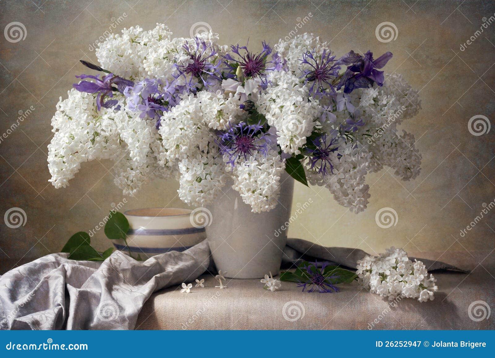 Bouquet lilas image stock image du peinture rang for Bouquet de fleurs lilas