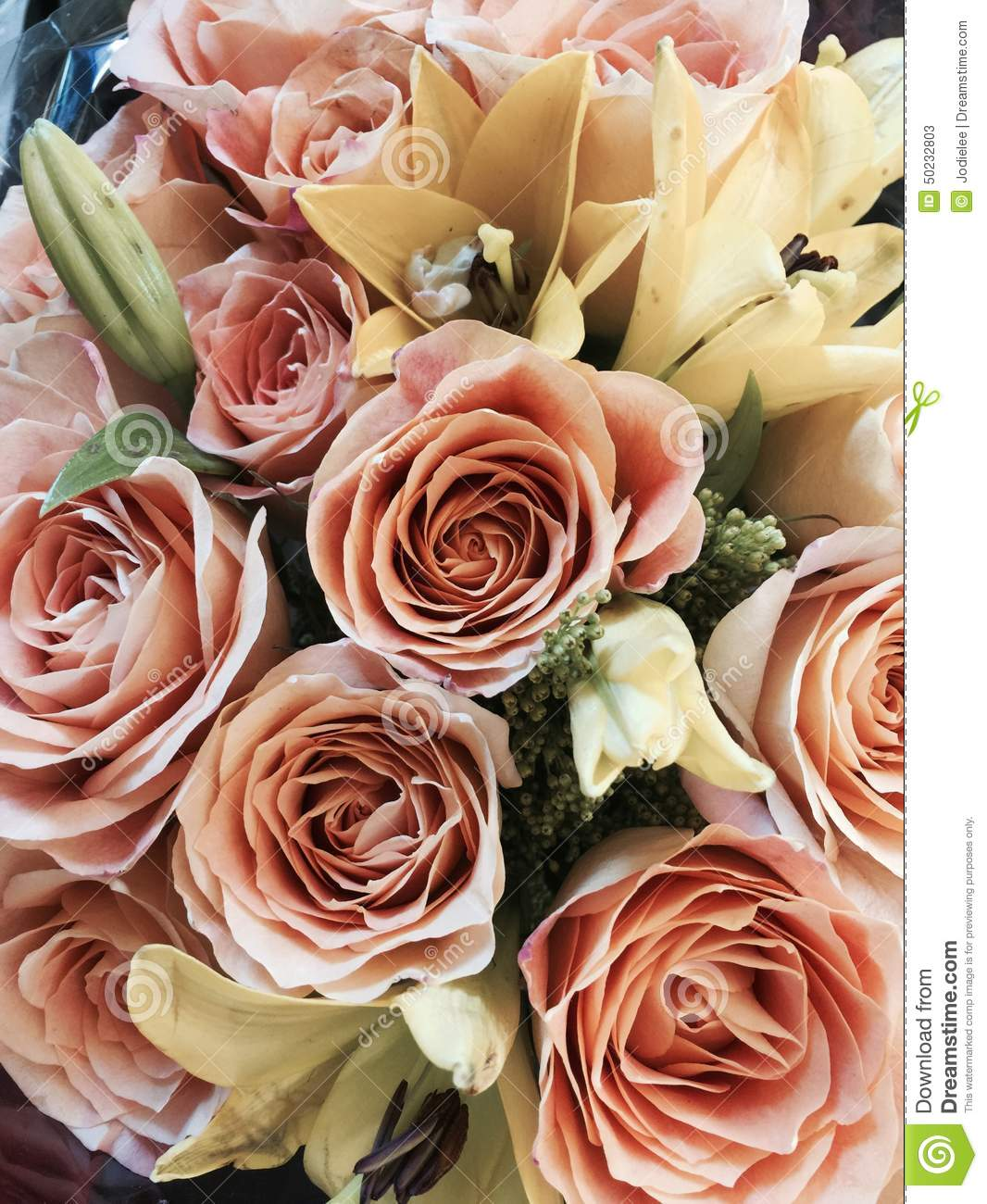 bouquet of mother u0027s day or valentine flowers in peach and cream
