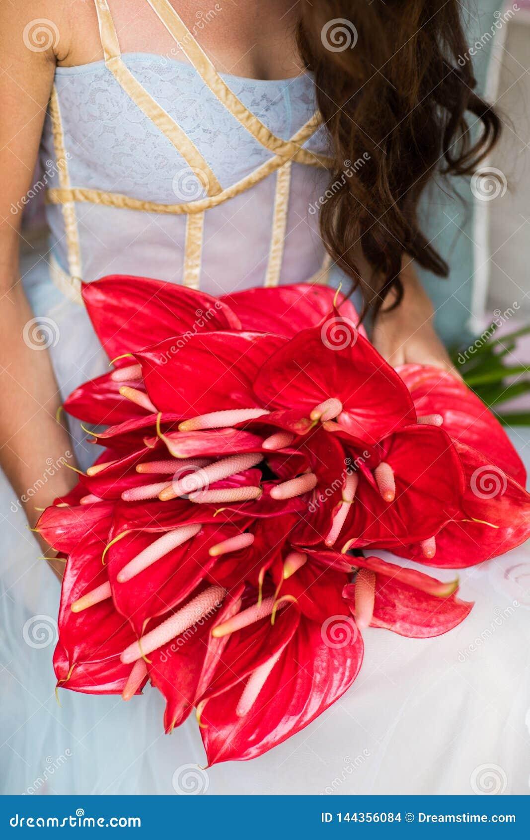Bouquet nuptiale avec les anthures rouges