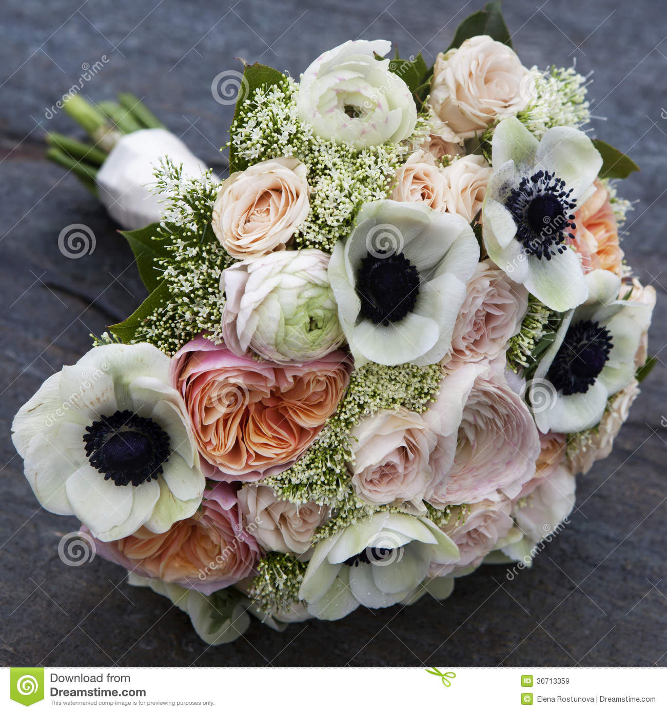 Bouquet of pink roses and white anemone and pink for Bouquet roses blanches
