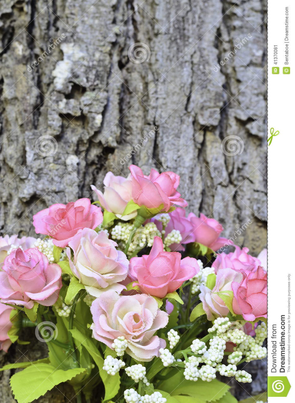 Bouquet rose artificiel rose au dessus de tronc d 39 arbre - Tronc d arbre artificiel ...