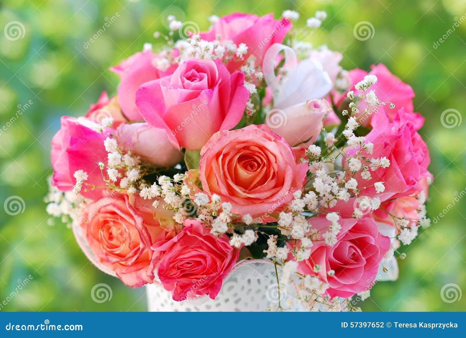 bouquet rose romantique pour pouser photo stock image 57397652. Black Bedroom Furniture Sets. Home Design Ideas