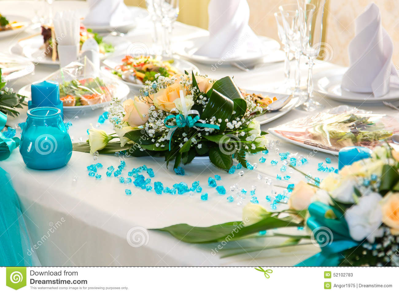 Wedding Table Turquoise Wedding Table Decorations bouquet of roses and turquoise decoration on the wedding table table