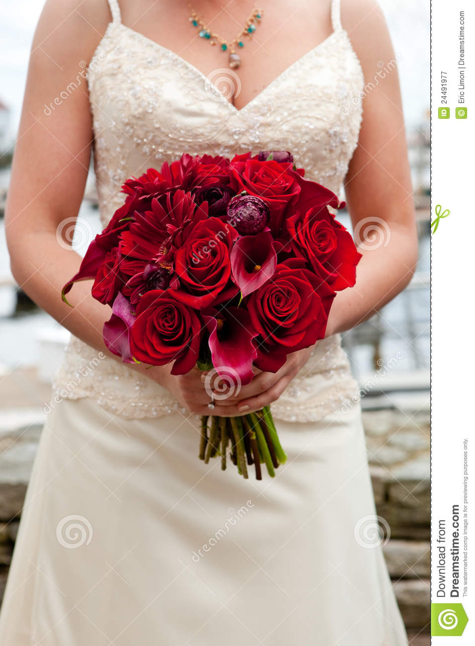 Bouquet rouge de mariage image stock image du blanc for Bouquet rose rouge