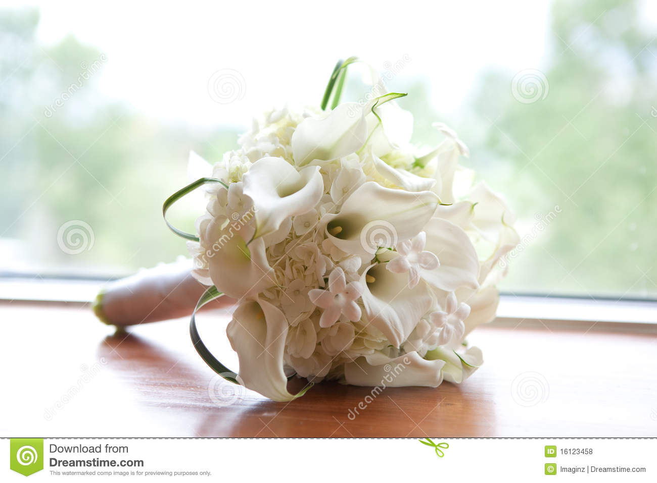 bouquet of white flowers royalty free stock photos  image, Beautiful flower