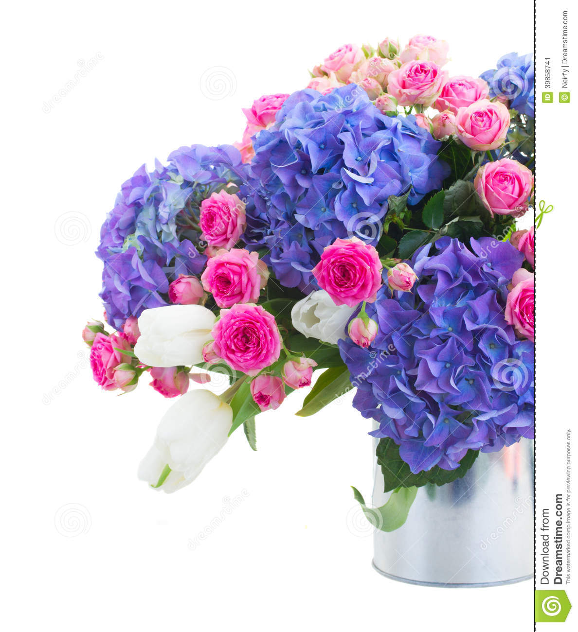Bouquet of white tulips pink roses and blue hortensia for Bouquet roses blanches