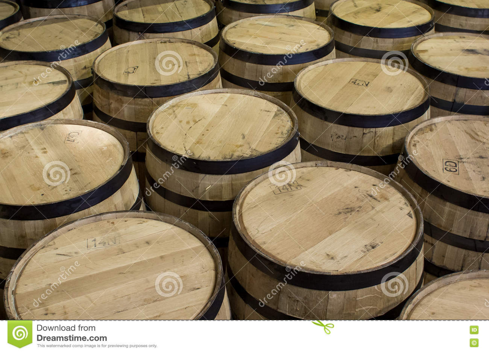 Bourbon beczki w magazynie