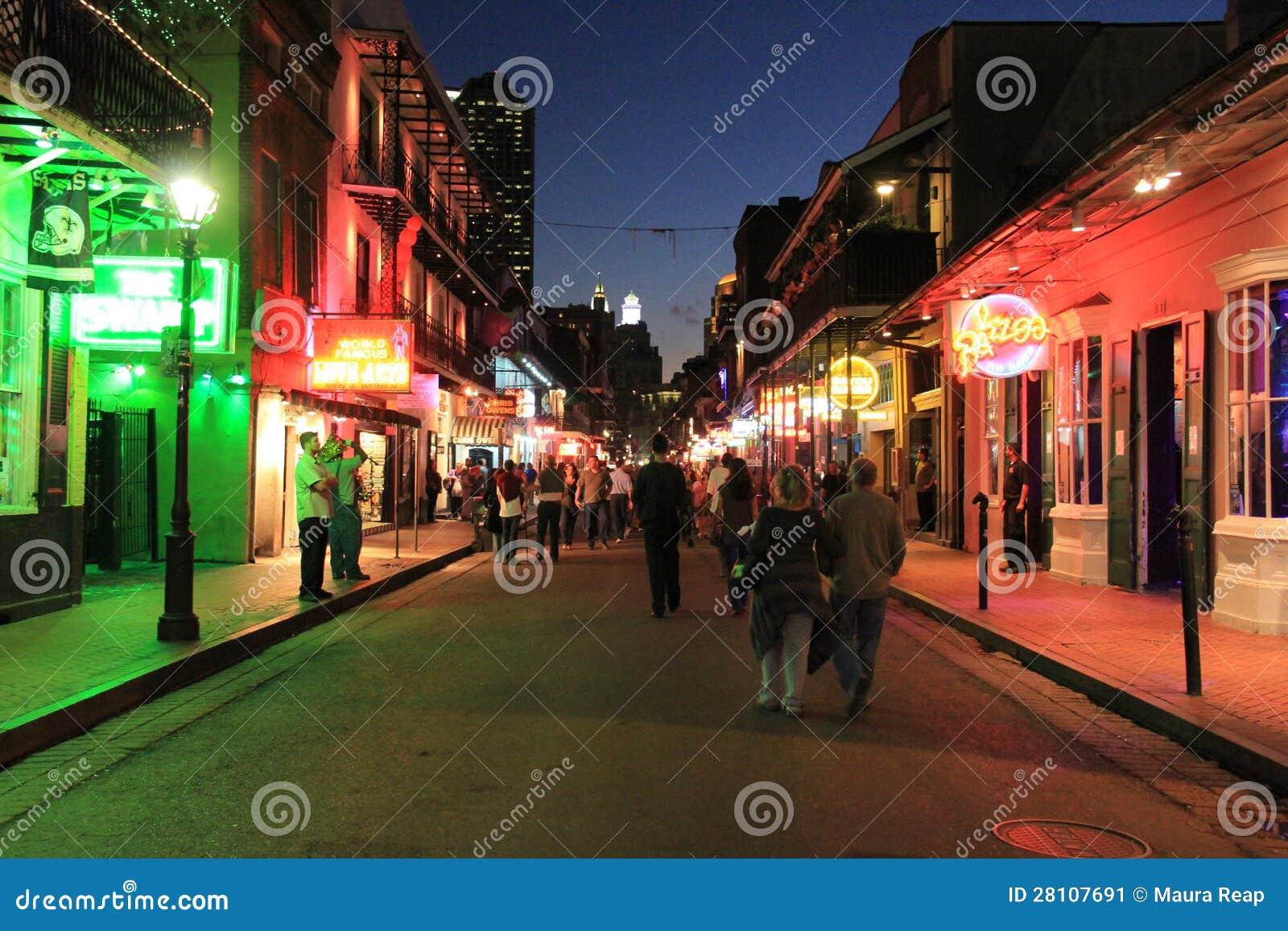 Bourbon ulica przy nocą