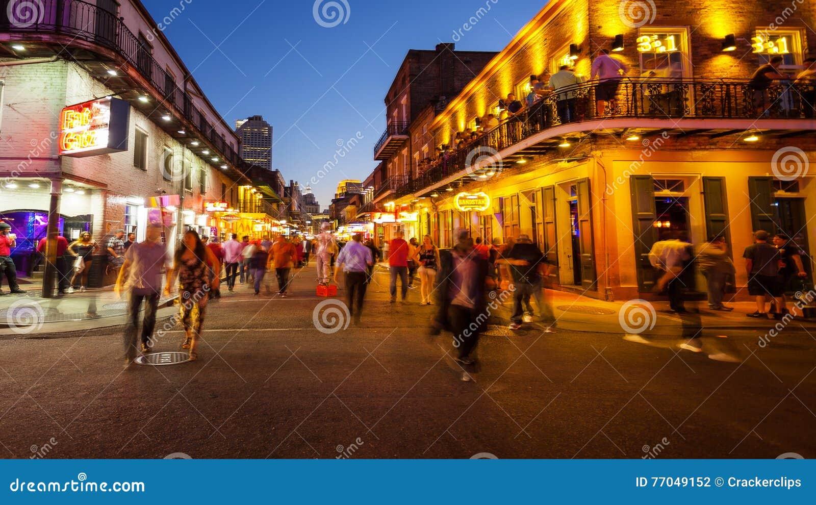 Bourbon ulica przy nocą w dzielnicie francuskiej Nowy Orlean, Lo