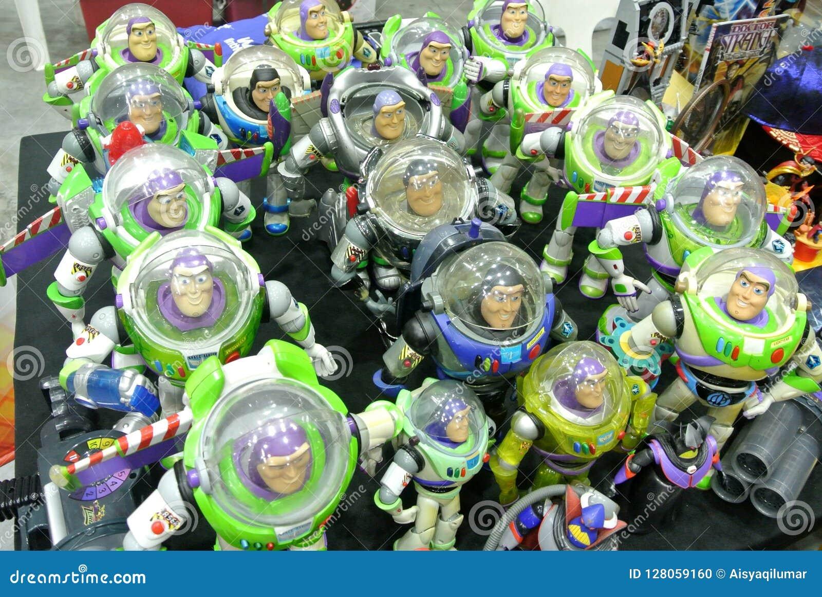 Bourdonnez l année-lumière le nombre d actions fictif de super héros de garde forestière de l espace