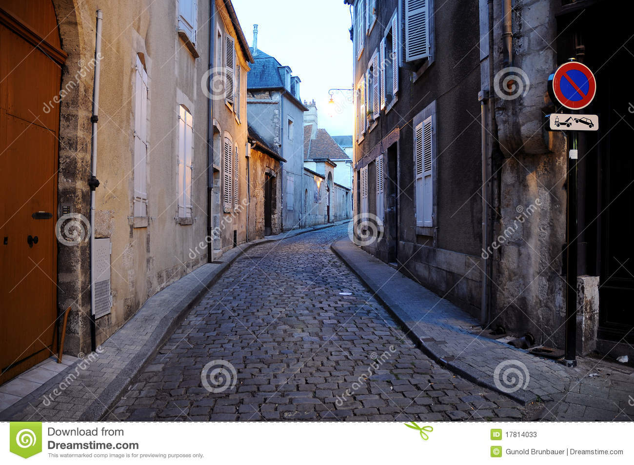 Bourges immagine stock immagine di cobbled natalia 17814033 - Stock industriel bourges ...