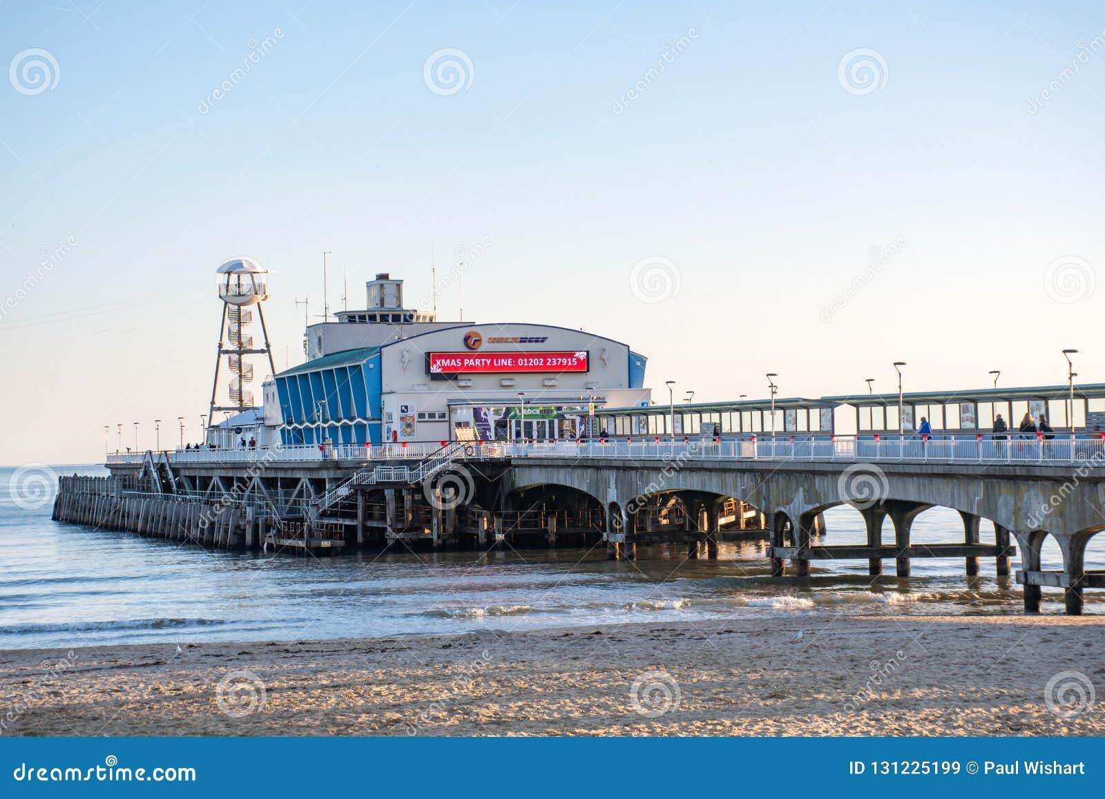 Bournemouth molo pokazuje ogłoszenie dla xmas przedstawienia