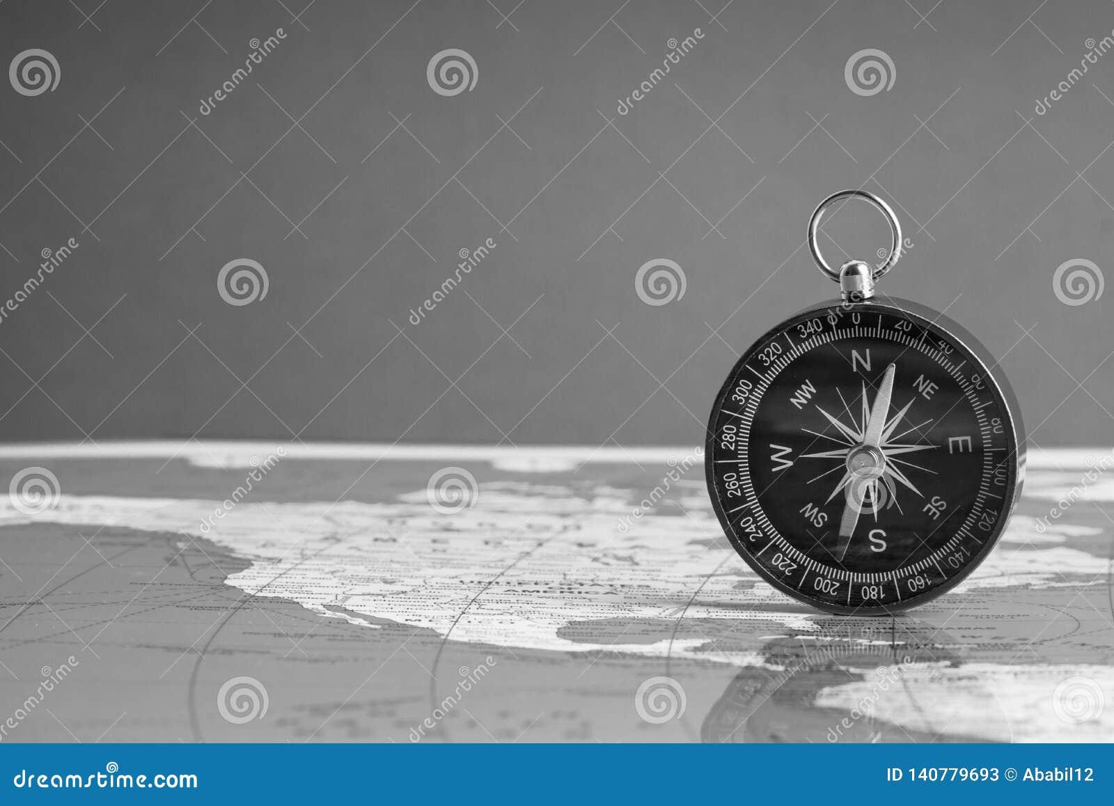 Carte Du Monde Kuala Lumpur.Boussole Sur Le Fond De Carte Du Monde Image Stock Image Du