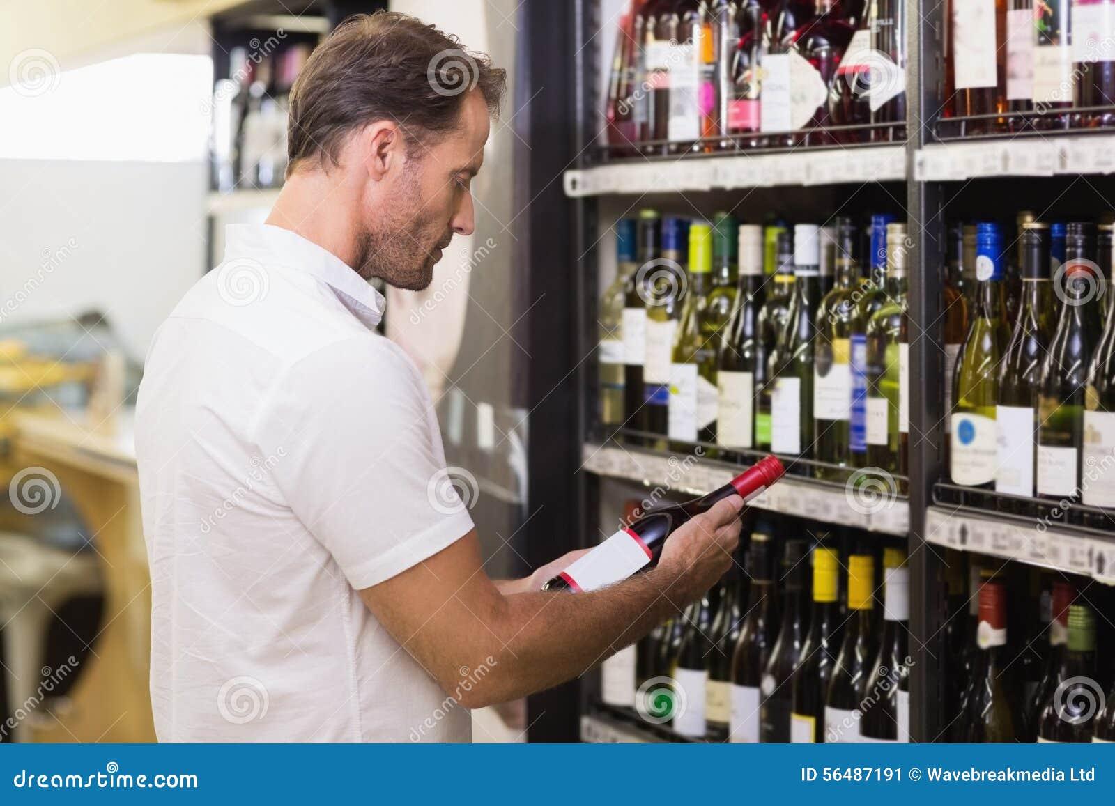 Bouteille de vin de regard belle