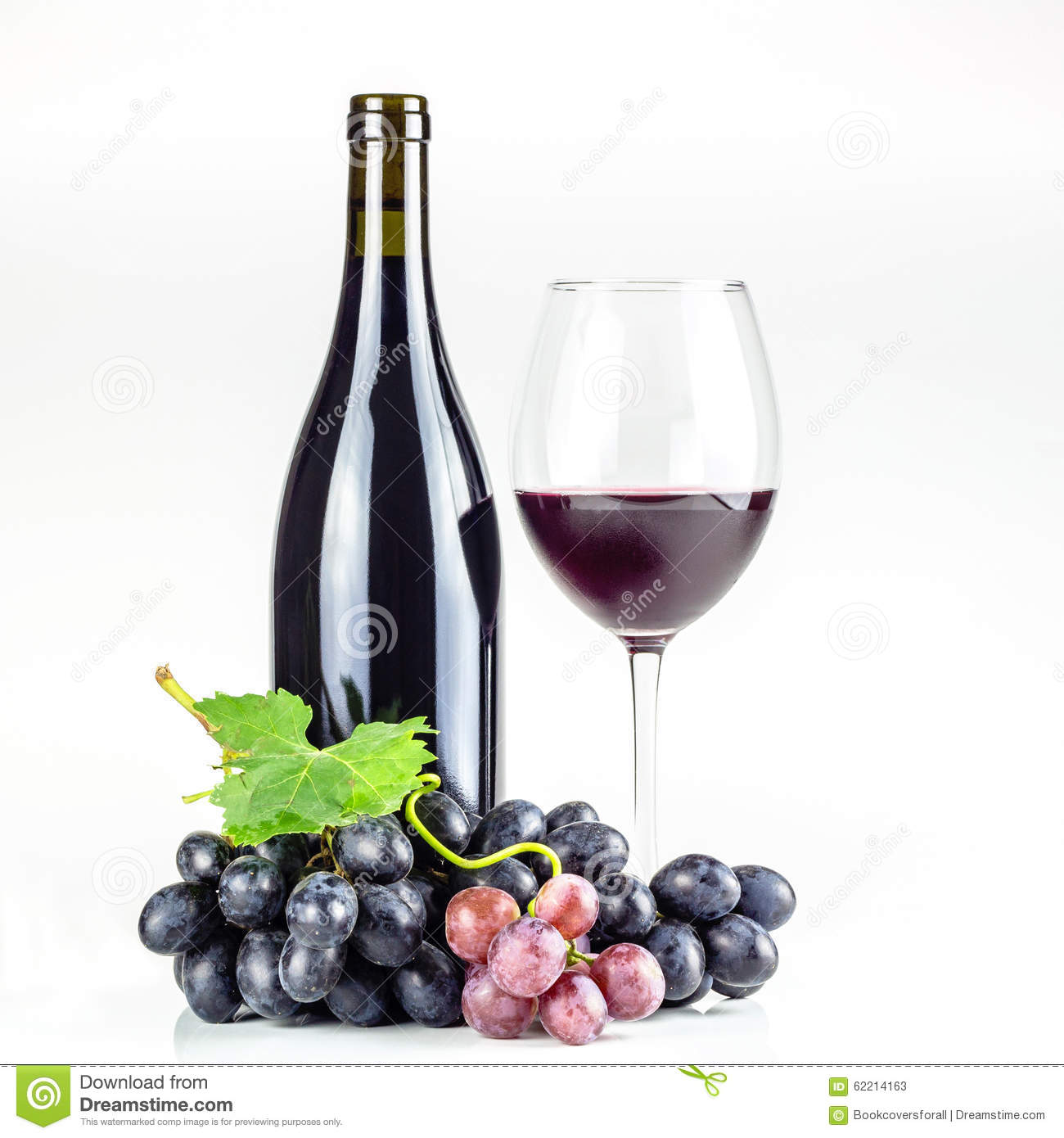 bouteille verre vin et raisins de vin rouge photo stock image 62214163. Black Bedroom Furniture Sets. Home Design Ideas