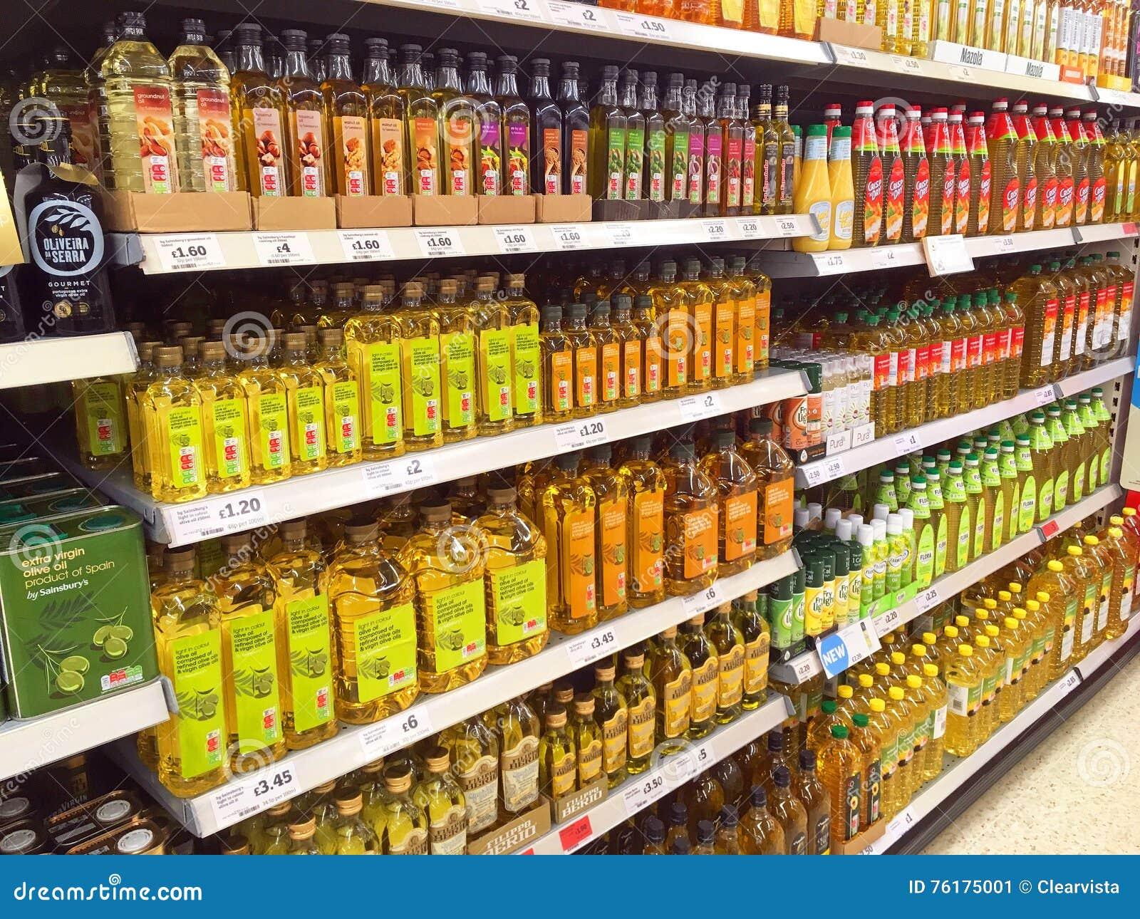 bouteilles d 39 huile de friture dans un hypermarch photo ditorial image du cuisine royaume. Black Bedroom Furniture Sets. Home Design Ideas