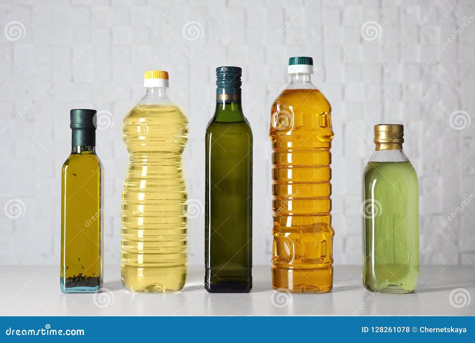 Bouteilles d huiles sur la table