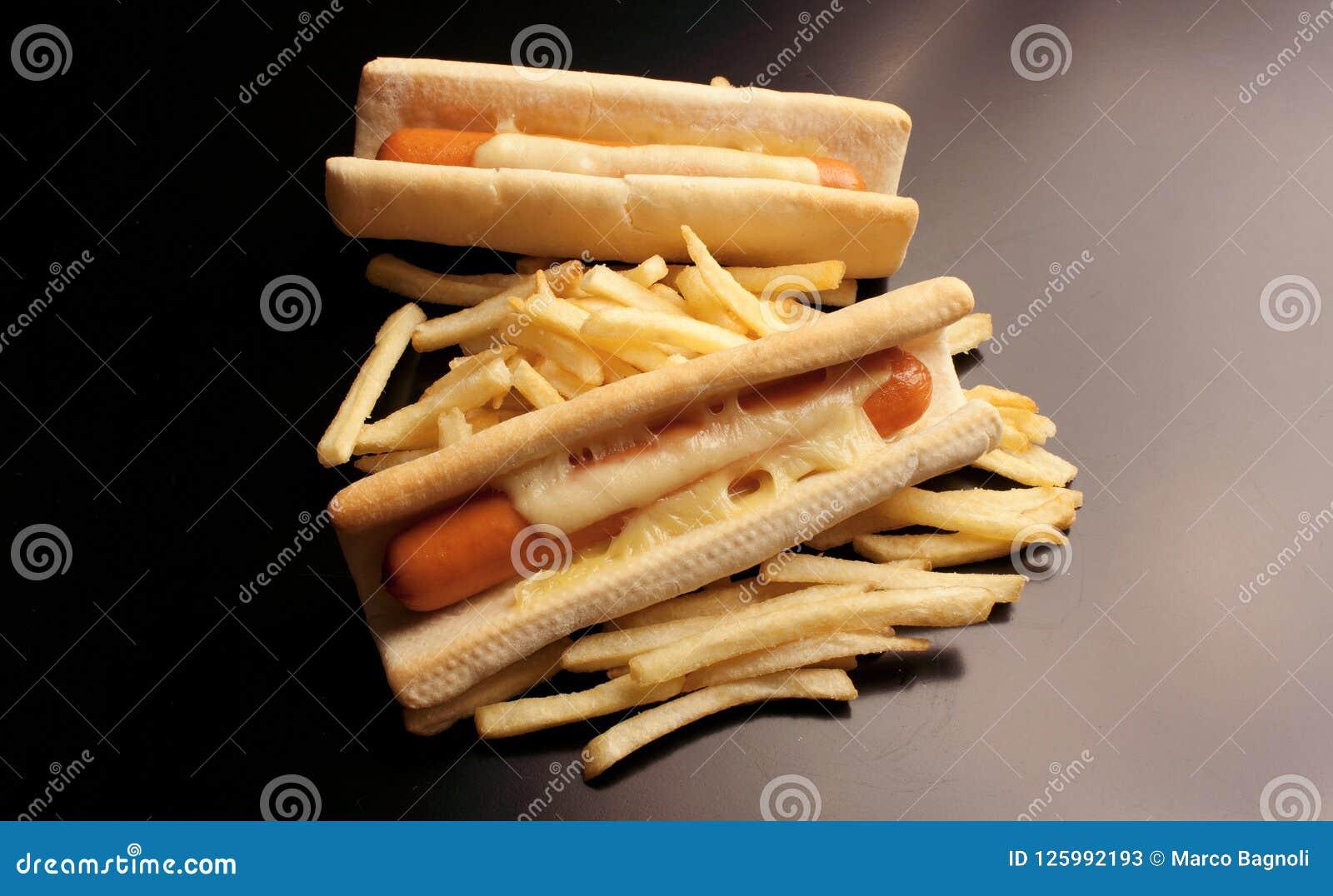 Bouteilles de ketchup et de moutarde à l arrière-plan