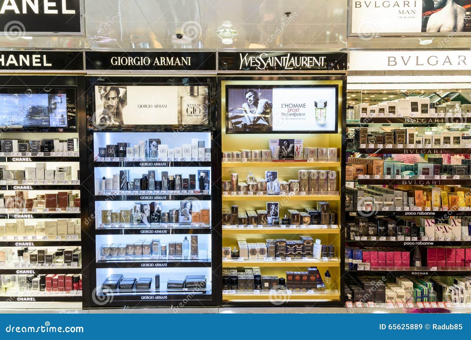 Bouteilles de parfum célèbres à vendre dans la boutique cosmétique