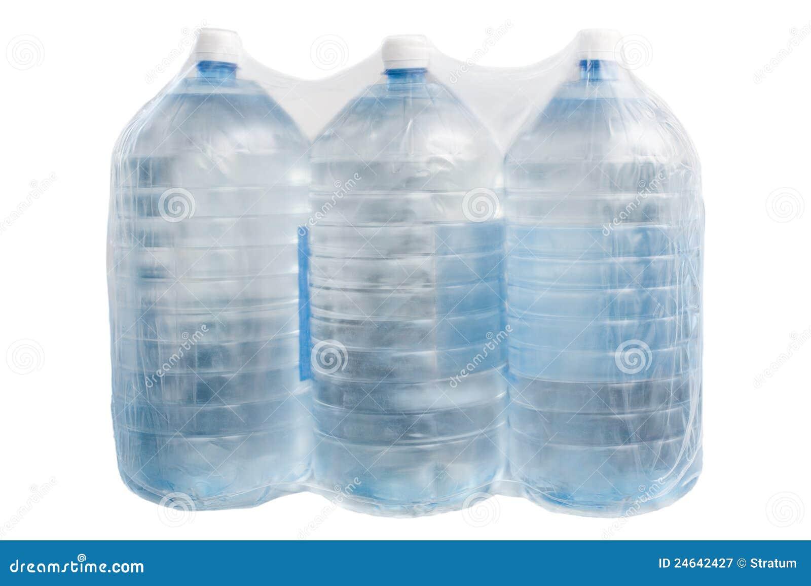 Bouteilles en plastique avec de l eau d isolement
