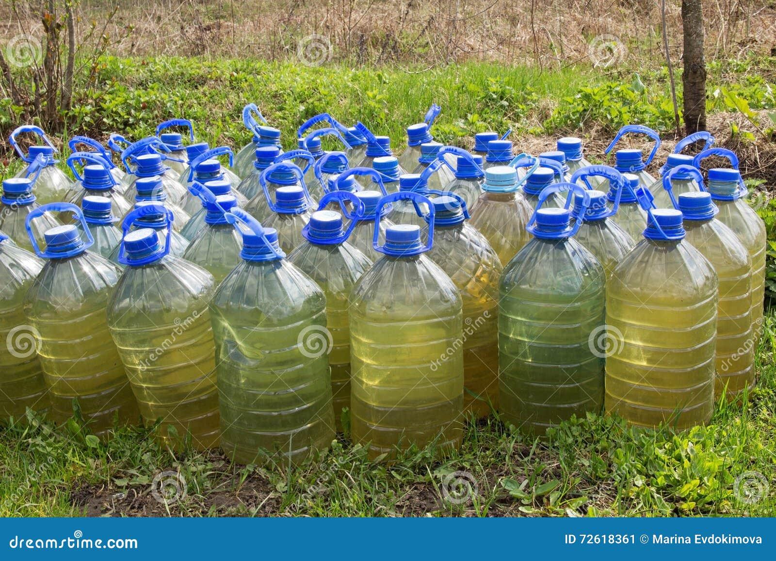bouteilles en plastique avec de l 39 eau pour des usines d. Black Bedroom Furniture Sets. Home Design Ideas
