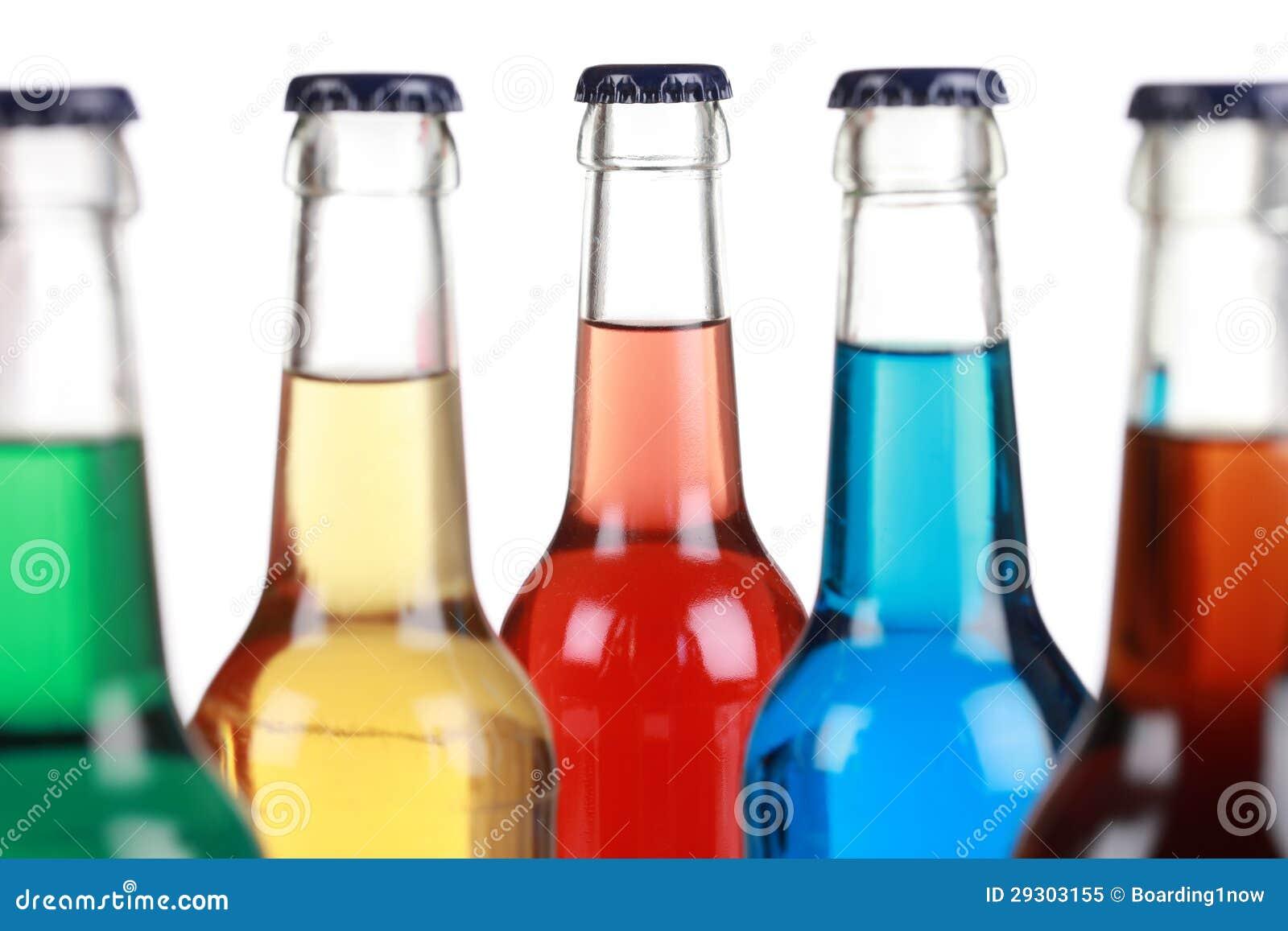 Bouteilles en verre avec des boissons non alcoolisées