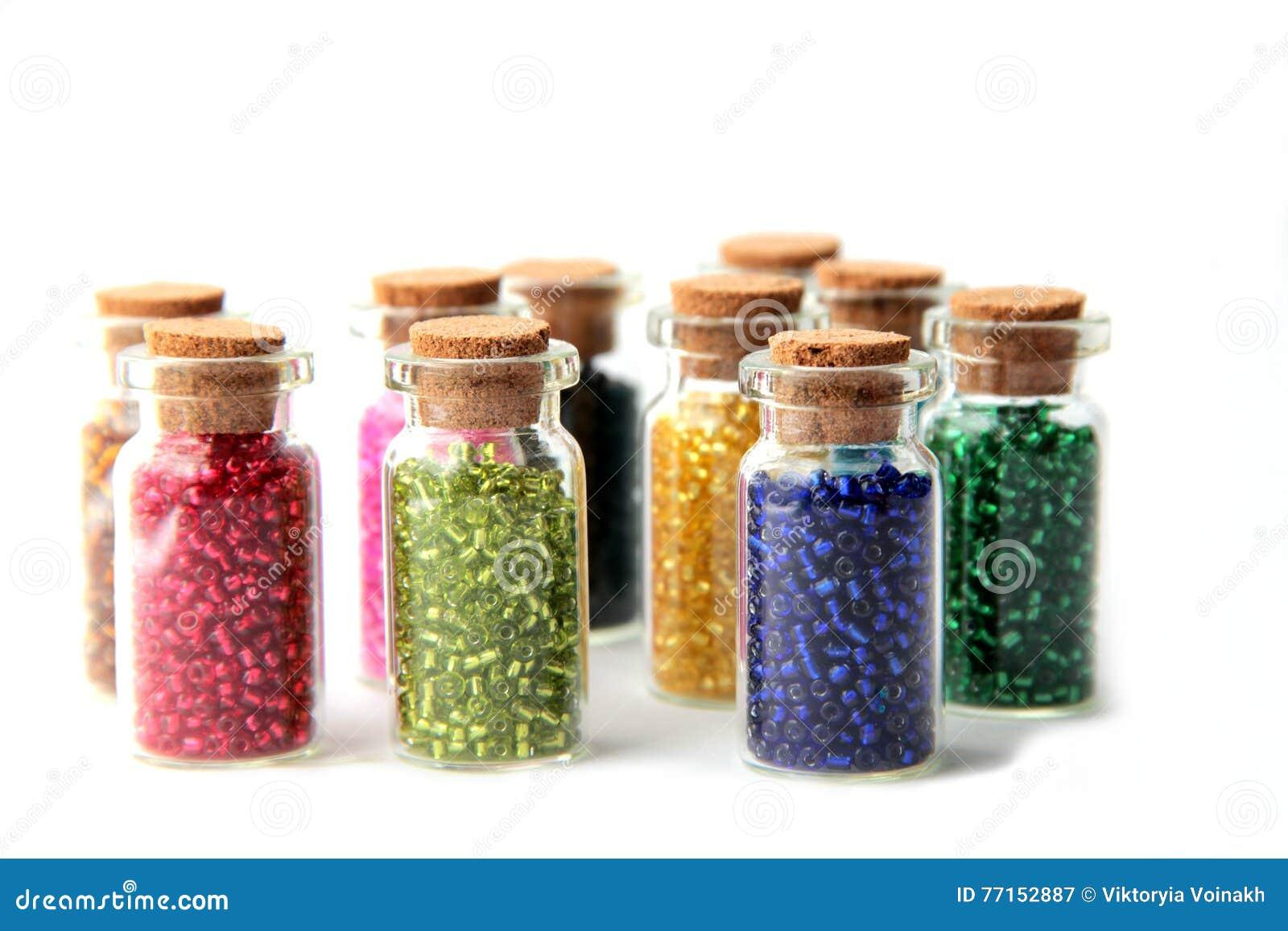 Bouteilles en verre remplies de perles