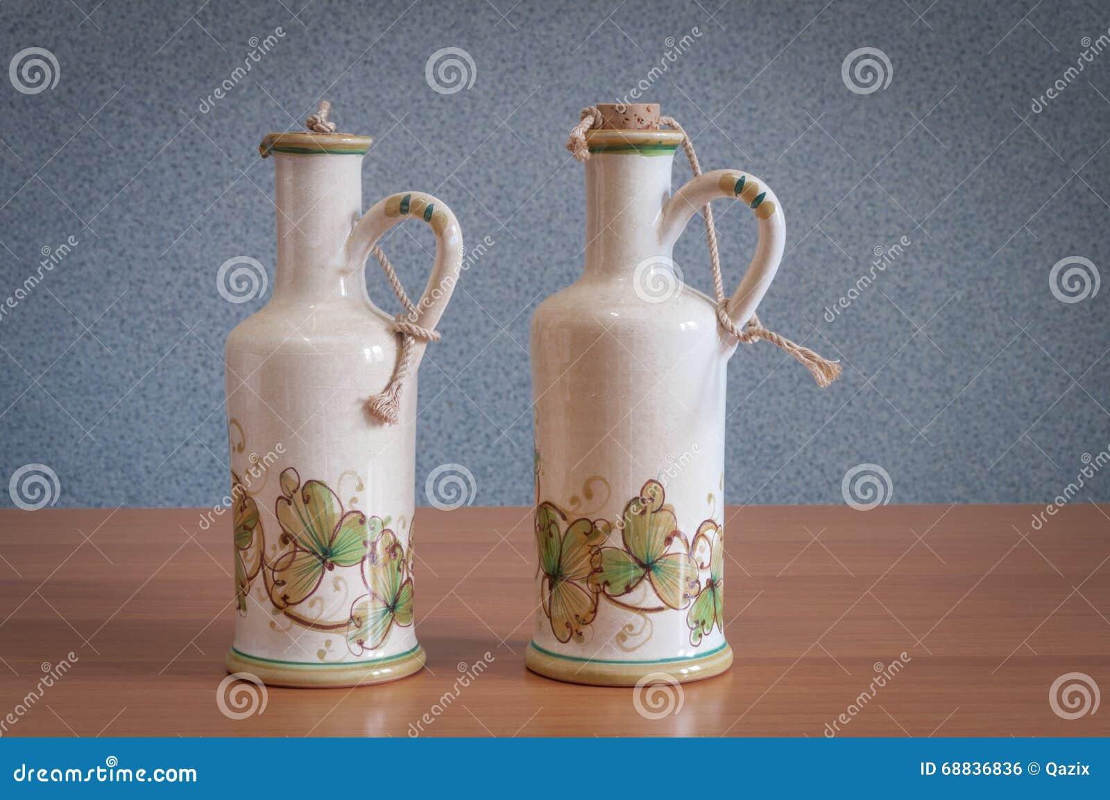 Bouteilles peintes la main sur la table photo stock image du main string 68836836 - La bouteille sur la table ...