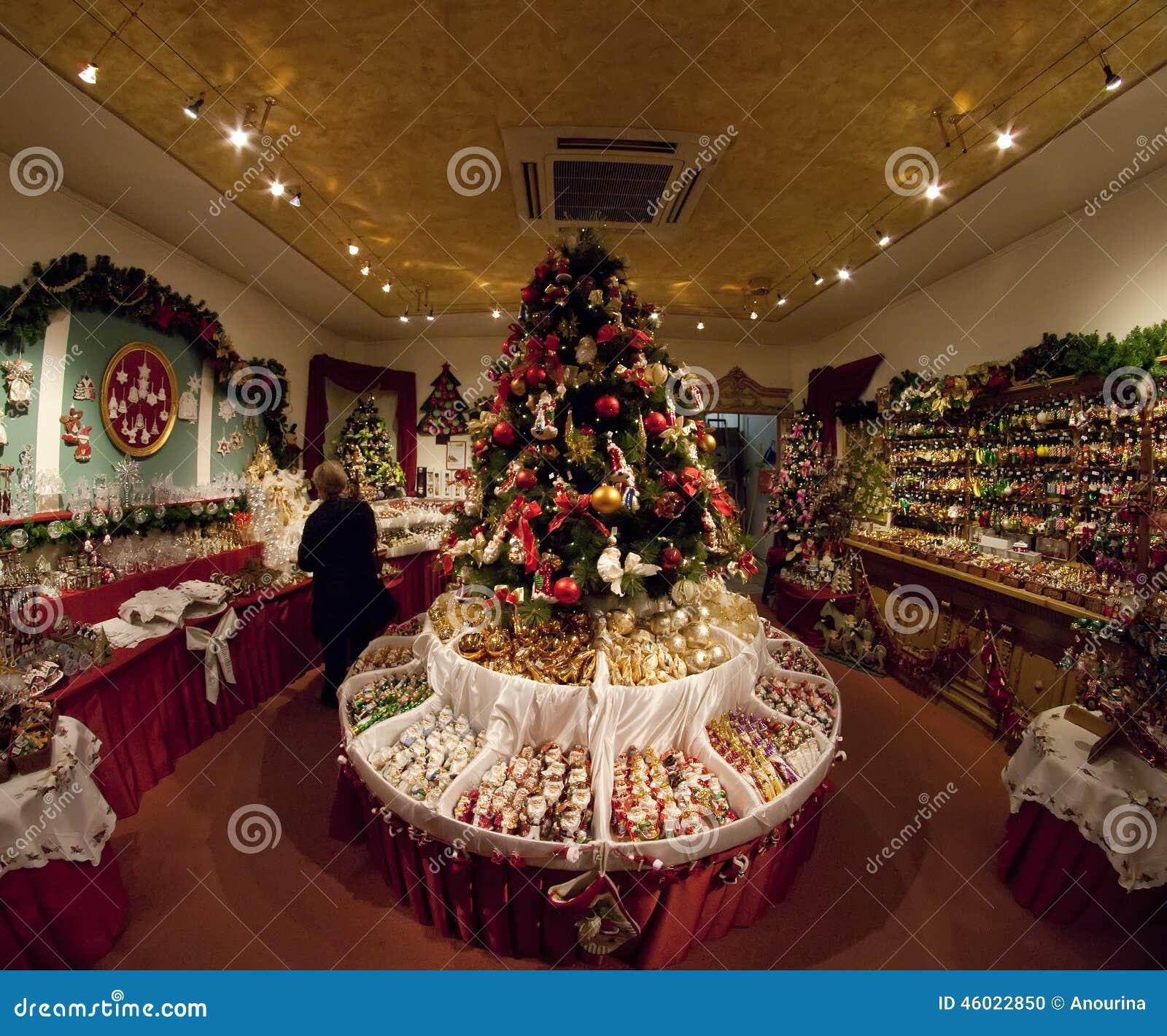 #A33028 Boutique Avec Des Décorations De Noël Image éditorial  5353 decorations de noel bruxelles 1300x1170 px @ aertt.com