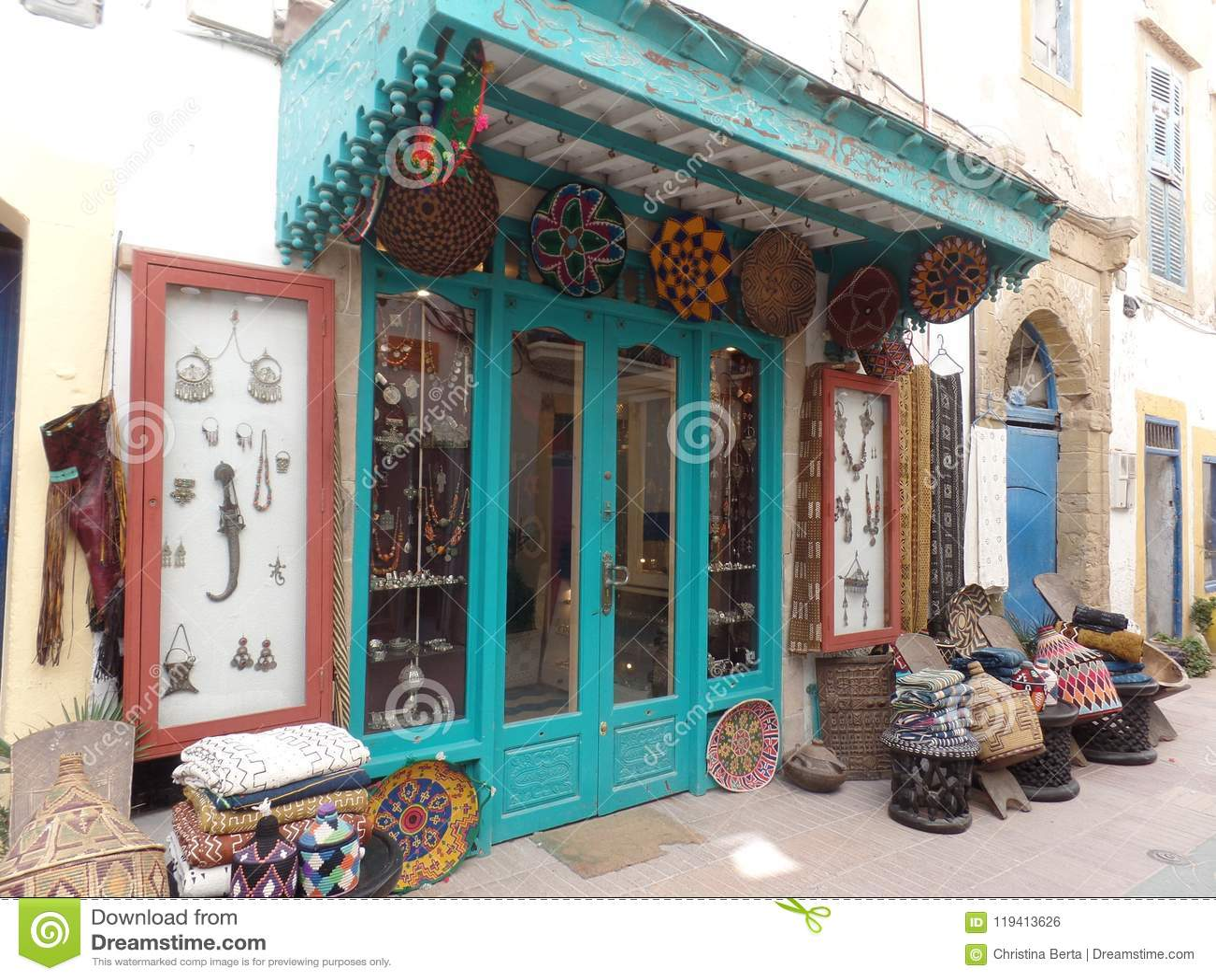 Boutique de cadeaux typique dans Essaouira, Maroc