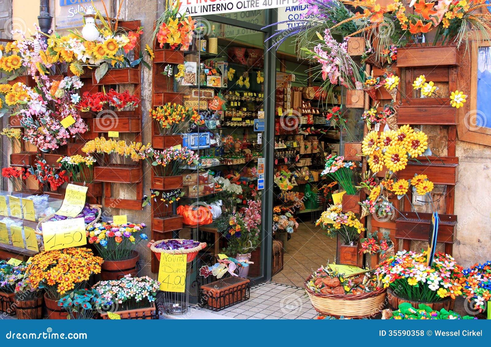 Boutique de confettis dans sulmona italie photo stock for Dans italien
