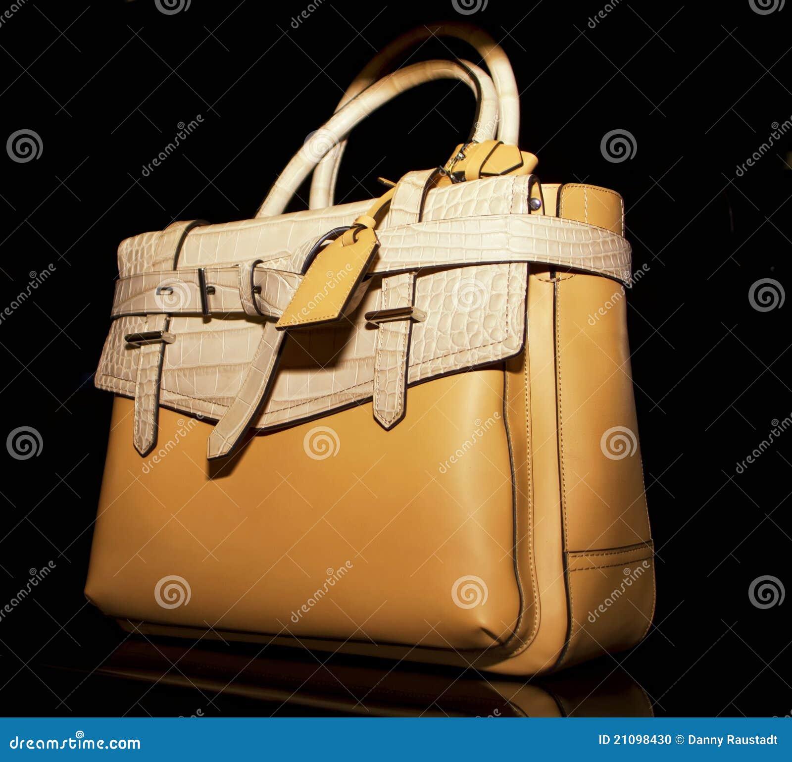 Boutique de couro à moda da bolsa das mulheres