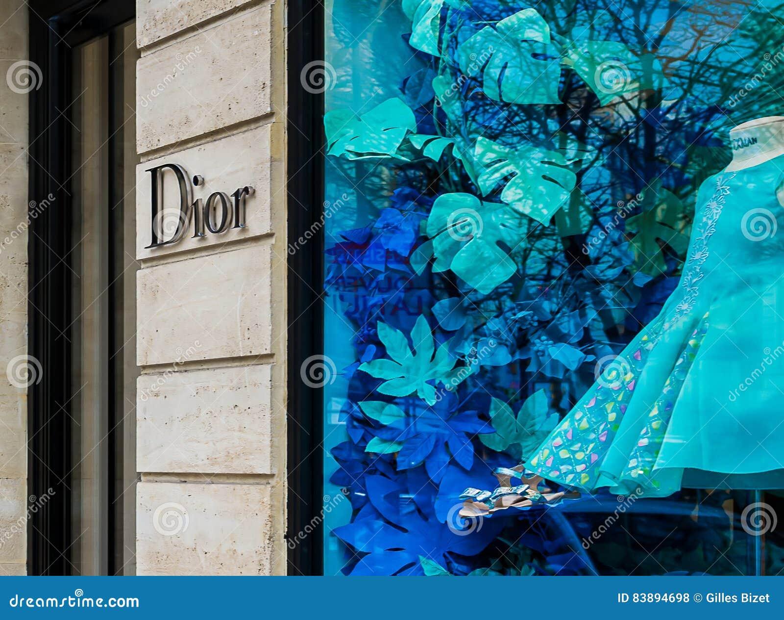 Boutique de luxe de mode de Dior dans des Frances de Paris