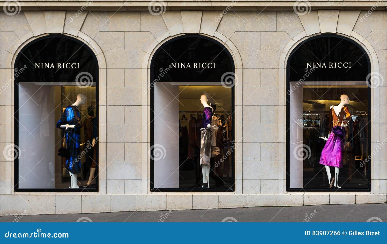 Boutique de luxe de mode de Nina Ricci dans des Frances de Paris