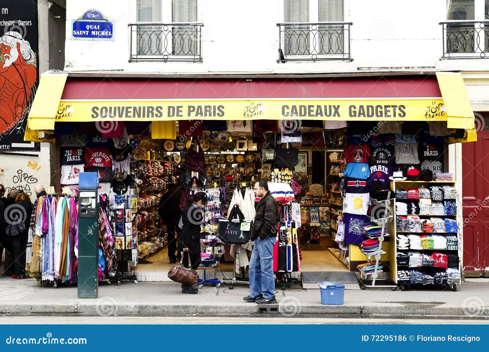 boutique de souvenirs paris photo ditorial image du parisien cadeau 72295186. Black Bedroom Furniture Sets. Home Design Ideas