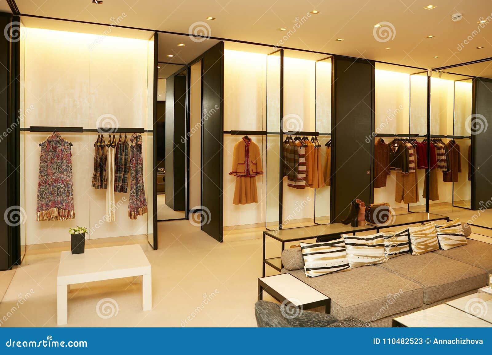 755c9385c92 Boutique De Vêtements Différente Européenne De Luxe Et à La Mode ...